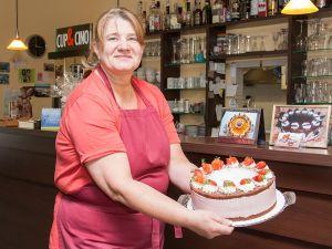 Erdbeer-Joghurt-Windbeutel-Torte (Bild 4)