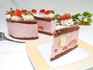 Erdbeer-Joghurt-Windbeutel-Torte (Bild 1)